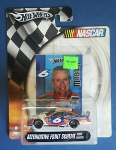 2004 MARK MARTIN #6 KRAFT FOODS 1:64 DIECAST CUP CAR HOT WHEELS NEW IN PACKAGE