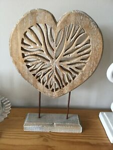 RUSTIC WHITEWASHED WOODEN HEART ON METAL AND WOOD STAND DECORATIVE ORNAMENT