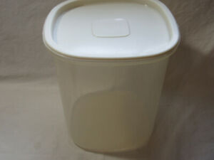 Rubbermaid Servin Saver ALMOND lid sheer Containers square #7 - 21 cups