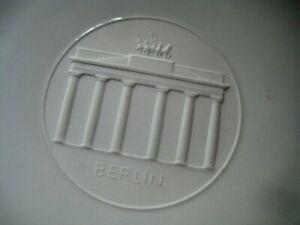 "KPM BERLIN WHITE Wall / Cabinet PLATE 9.75"" Diameter  Cameo Finish Center"