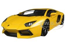 LAMBORGHINI AVENTADOR LP700-4 YELLOW 1/24 DIECAST CAR MODEL BY WELLY 24033