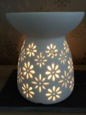 Ceramic Wax Melt Warmer/Oil Burner Daisy Cut-Out Design