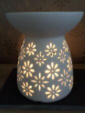 Cerámica Quemador de Aceite/Calentador de cera derretir Daisy Cut-Out Diseño