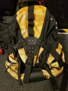 Oakley ICON 2.0 Backpack Black / Tan Camo Hiking Military Use Hiking Bag RARE