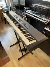 Roland Rd-700 Digital Stage Piano w/stand