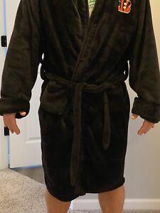NWOT Cincinnati Bengals Men's L/XL Bathrobe NFL Throw Blanket Sleep Robe. Soft!