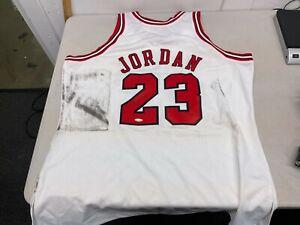 Michael Jordan Signed Autographed Jersey 1997-98 Mitchell & Ness White Bulls