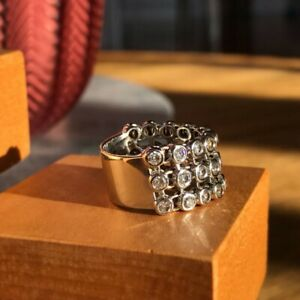 30 Diamonds, A Harry Winston inspired Diamond Ring