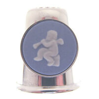 HALLMARKED SILVER THIMBLE. STERLING SILVER THIMBLE WITH WEDGWOOD CAMEO