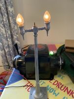 LIONEL PRE WAR NO. 63 LAMP POST WITH BULBS STANDARD SCALE GAUGE