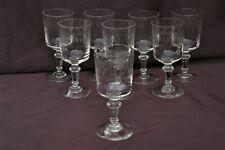 8 anciens Verres à Vin blanc ou apéritif en verre gravé frise à la grecque