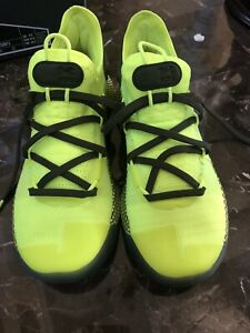 under armour shoes  Size 5 Y
