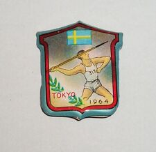 Tokyo 1964 Olympic Tin metal pin badge Sweden Swedish Javelin Thrower Athletics