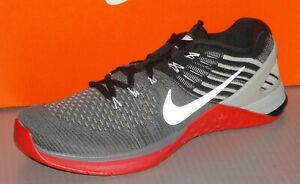 MENS NIKE METCON DSX FLYKNIT in colors DARK GREY / WHITE / UNI RED SIZE 8
