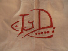 ancien drap en coton orné du monogramme LD brodé en rouge