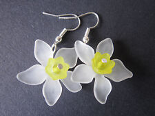 Drop / Dangle Earrings - White Daffodils - Yellow Flowers - Silver Plated