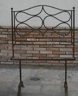 Antica testata letto una piazza in ferro battuto rivettato pomelli in bronzo