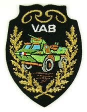 Ecusson brodé militaire ♦ VEHICULE AUTO-MITRAILLEUSE BLINDÉ - VAB