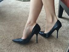 *BLacK LeATheR* EUC Sz 9 Pointy Toe CARRIE Stilettos High Heels PUMP GuESS Spike