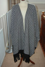 Ladies Size L (16 - 18 ) Jacket / Poncho Damart Smart and easy and comfortable