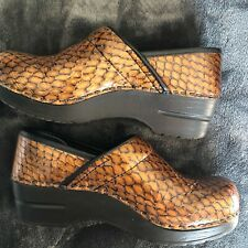 SANITA Gold Tan Snakeskin Print Clogs Medical Healthcare Nursing US 5 EU 36