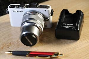 Olympus Pen Lite E-PL3 Digital Camera - Black (Kit with 14-42mm Lens) WHITE