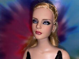 OOAK Repaint Tonner Sydney BW Blonde