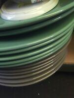 lot revendeur-palette De 18 Assiettes Porcelaines Toutes Formes Et Couleurs