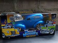 Muscle Machines 1940 Ford Panel Sedan Delivery Van '40 Street Rod 1:18 Diecast
