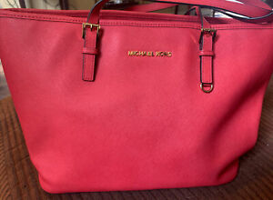 Michael Kits purse used, Excellent Condition