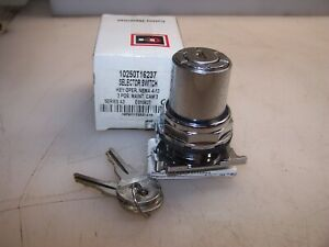 NEW CUTLER HAMMER 3 POSITION MAINTAINED KEYED SELECTOR SWITCH 10250T16237