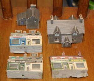 JOB LOT OF N GAUGE CARDBOARD BUILDINGS LOT 3