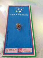 Spilla MASCOTTE UFFICIALE Licenza Bertoni CAVICCHI  ITALIA 90 da collezione