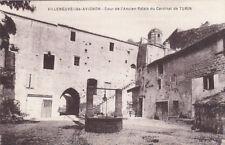 VILLENEUVE-LES-AVIGNON cour de l'ancien palais du cardinal de turin