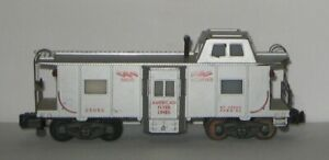 AMERICAN FLYER 25052 RADIO EQUIPPED LIGHTED BAY WINDOW CABOOSE MOVING BRAKEMAN