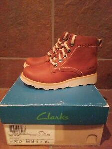 Clarks Dexy Top toddler Size 8 1/2 Brown Leather