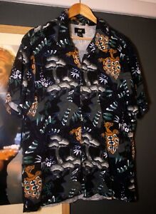 H&M Mens Chinese Fantasy Animal Shirt Size Large Short Sleeves