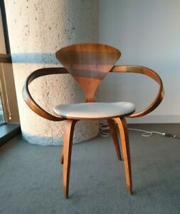 Cherner armchair - Classic Walnut w Leather Seat. Excellent condition.