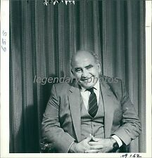 1984 Actor Edward Asner in Chair Original News Service Photo