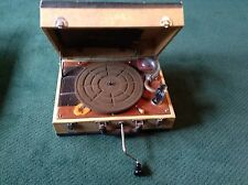 VINTAGE ANTIQUE BIRCH PORTABLE PHONOGRAPH MODEL 500 HAND CRANK RECORD PLAYER