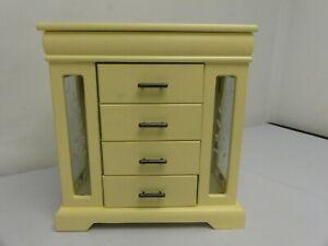 (ref288) Cream Jewellery Box