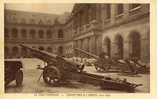 PARIS Musée de l'Armée LA COUR D'HONNEUR Canons pris à l'ennemi 1914-1918