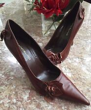 Bandolino Brown Leather Heel Classic Pump Shoe With Rose Appliques Size 9 M