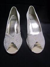 "Women's Shoes/Pumps ""STEWART WEITZMAN"" Winter White Satin & Lace Pumps 8 M NEW"