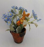 Kunstpflanze im Terracotta Topf und Keramikhase handbemalt
