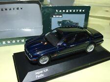 JAGUAR XJR Bleu VANGUARDS V09100