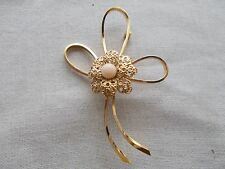 Pin/Brooch /Filigree Flower Middle Cabochon Vintage Wells Sterling gold Clad Bow