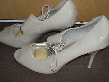 Ladies,size 8E.VivaLaDiva.Cream patent,peep toe,stiletto shoes.Wedding,races