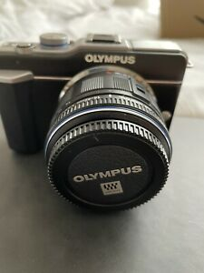 Olympus PEN E-PL1 12.3MP Digital Camera Kit w/ 14-42mm Lens EXCELLENT CONDITION