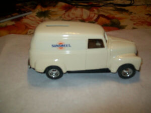 "Ertl #9026UP 1:25 ""Sunsweet # 253/504"" 1950 Chevrolet Panel Van Bank MIB"